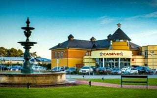 Le plus grand casino d'europe, le King's Casino, ferme ses portes jusqu'au 1er septembre 2020