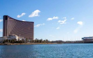 Le casino Encore Boston Harbor impliqué dans un scandale de fraude au Blackjack et aux machines à sous